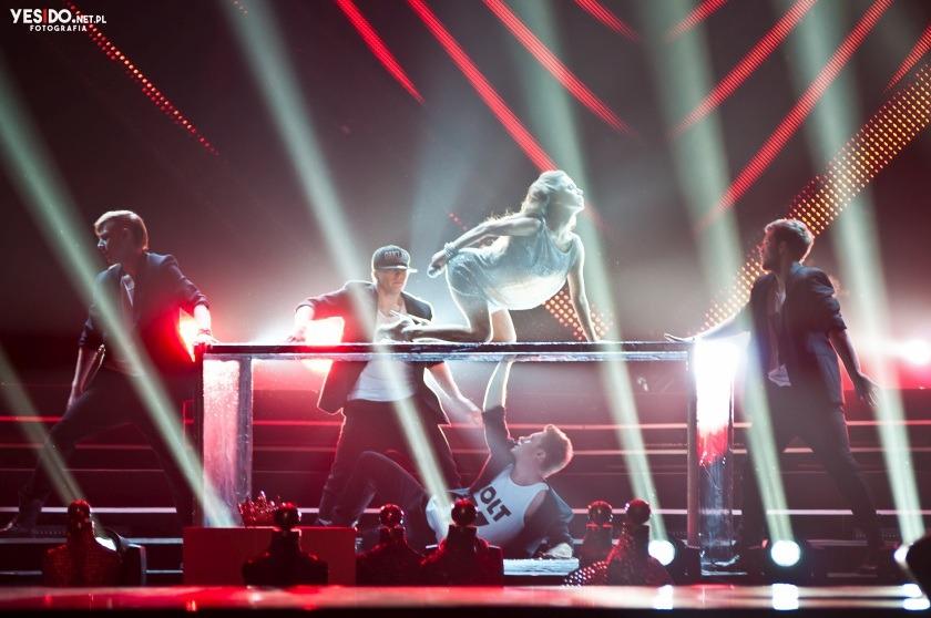 na zdjęciu Natalia Lesz tańczy na wyborach Miss Polski